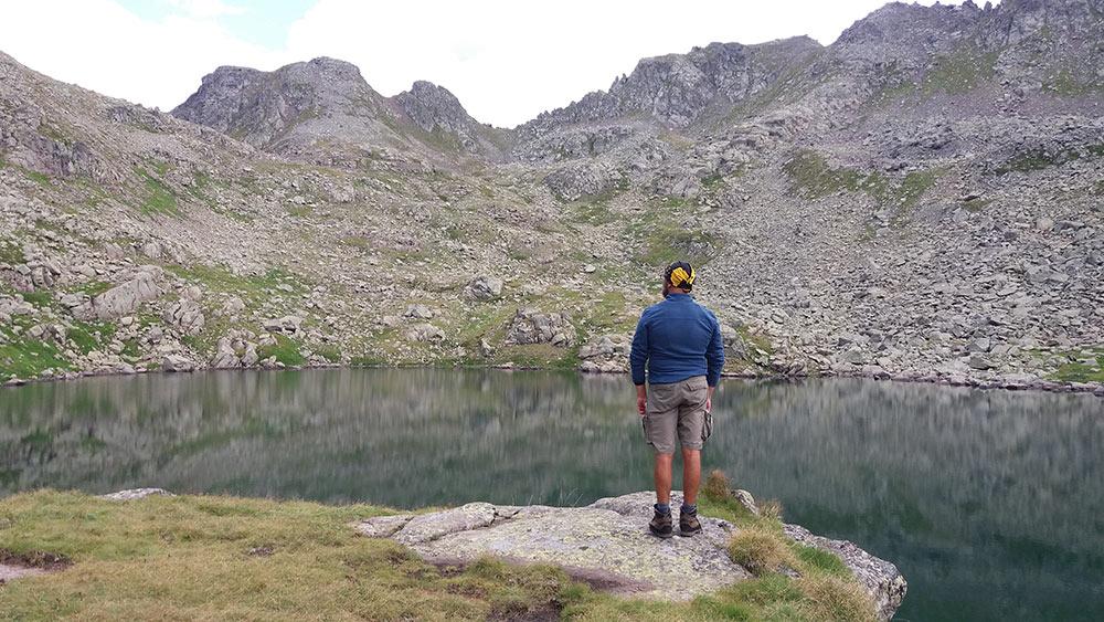 Davide guarda i laghi della Translagorai