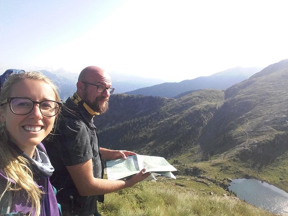 Translagorai Silvia e Davide guardano la mappa