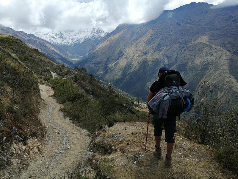 Salendo lungo il Salkantay Trek