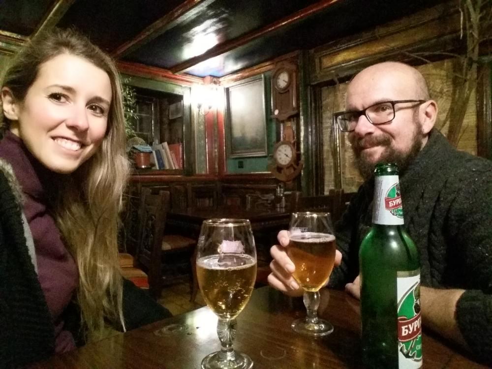 Bere birra bulgara a Sofia