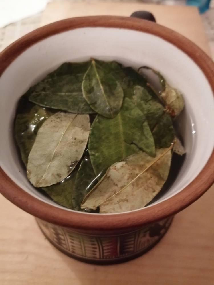 Mate di coca in tazza peruviana