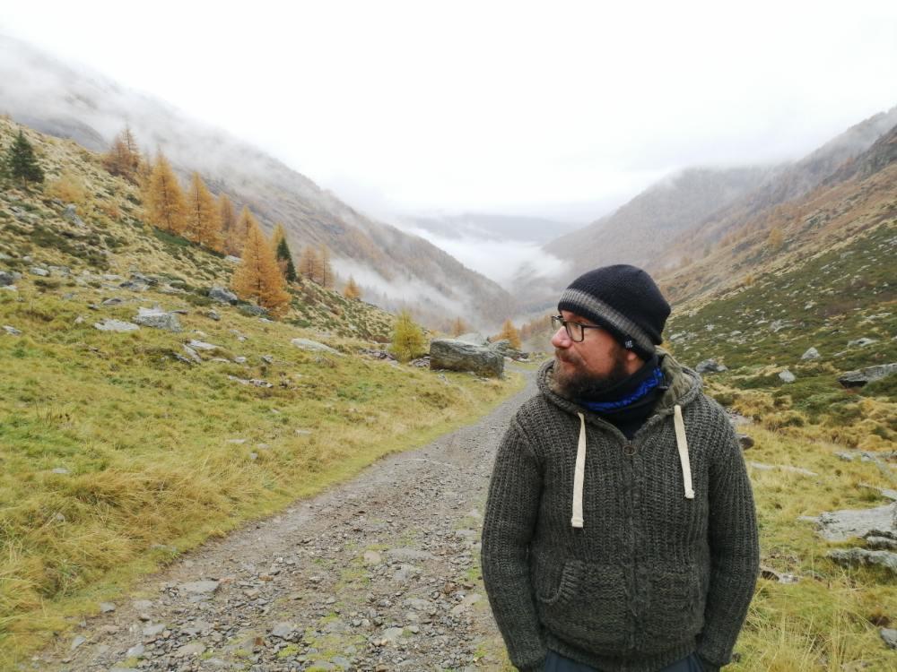 Davide scettico con maglione