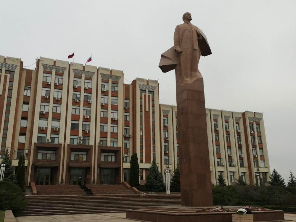 Lenin di fronte al palazzo presidenziale di Tiraspol
