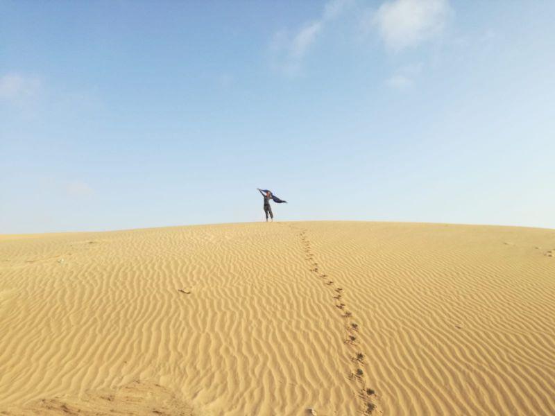 silvia felice tra le dune