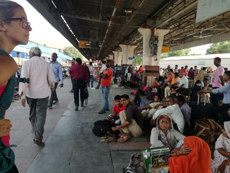 banchina del treno in india