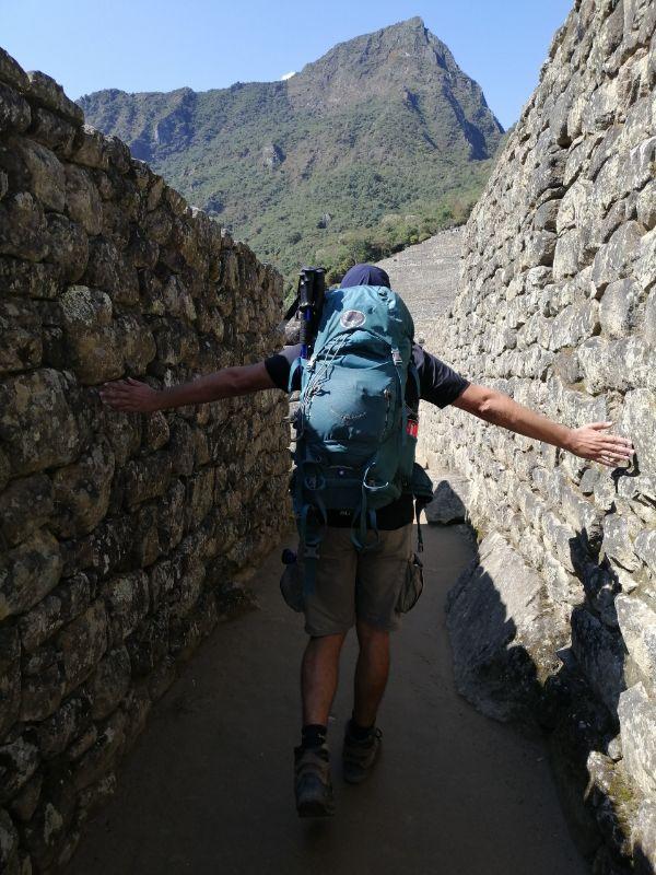 Davide con lo zaino a Machu Picchu