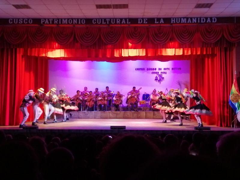 spettacolo di danza e musica a cusco