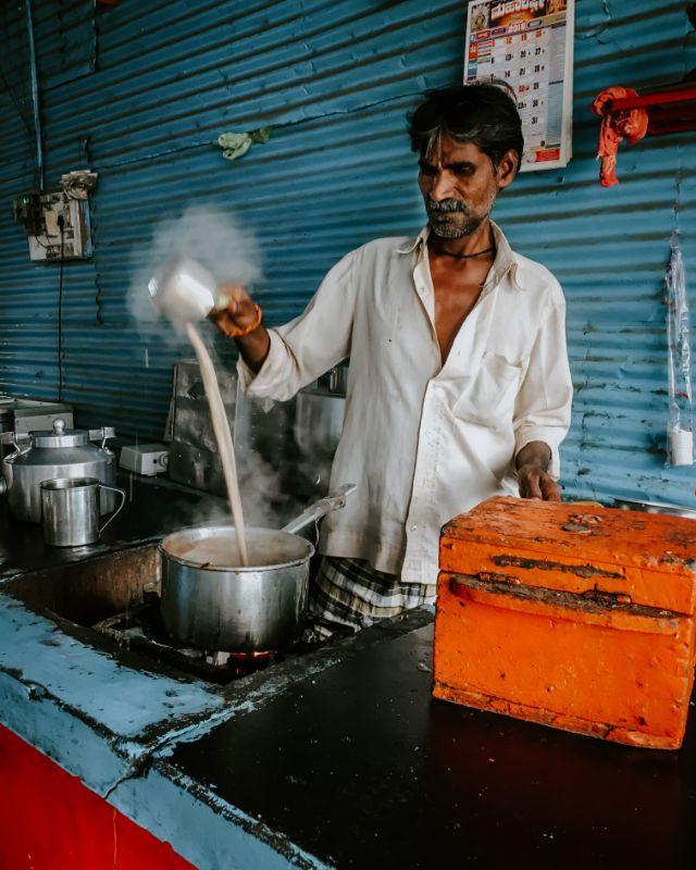 venditore di chai indiano