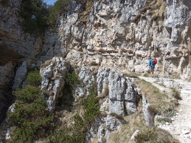 mulattiera sentiero delle 52 gallerie