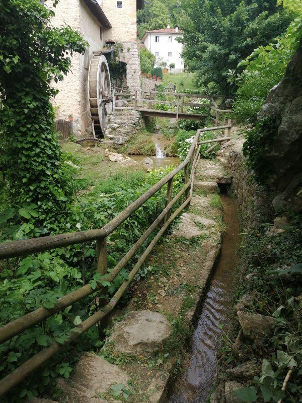 sentiero della valle dei mulini di mossano