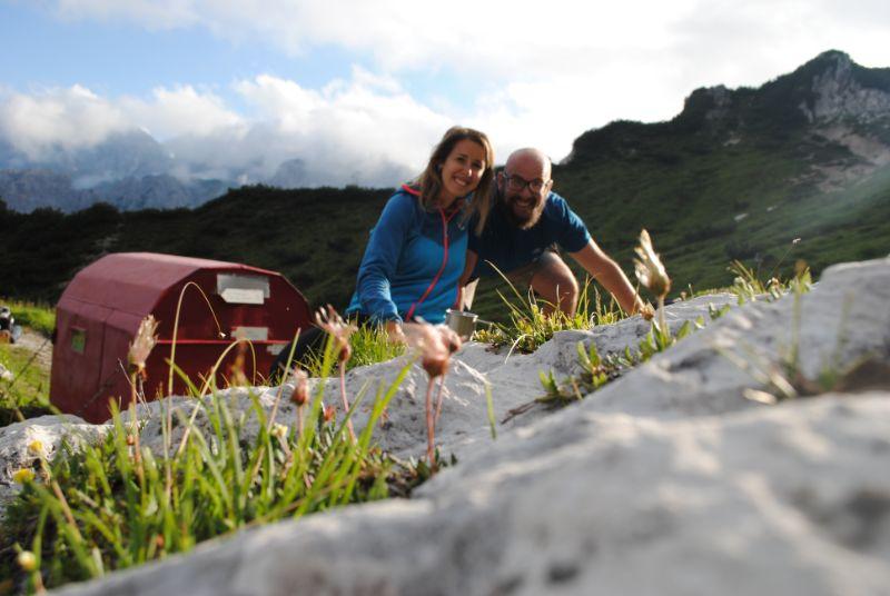 Silvia e Davide davanti al Bivacco Gervasutti