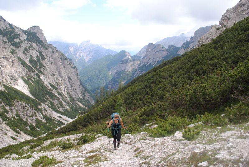Silvia in salita nella Val Santa Maria