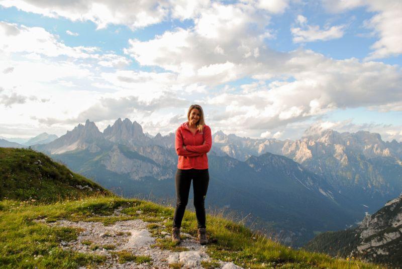 Silvia con vista sulle Dolomiti
