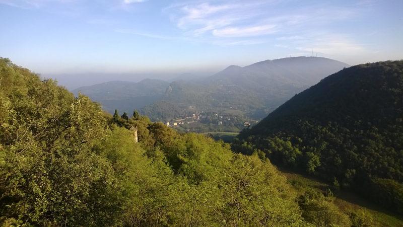 Panorama dal sentiero con campanile di Sant'Antonio Abate