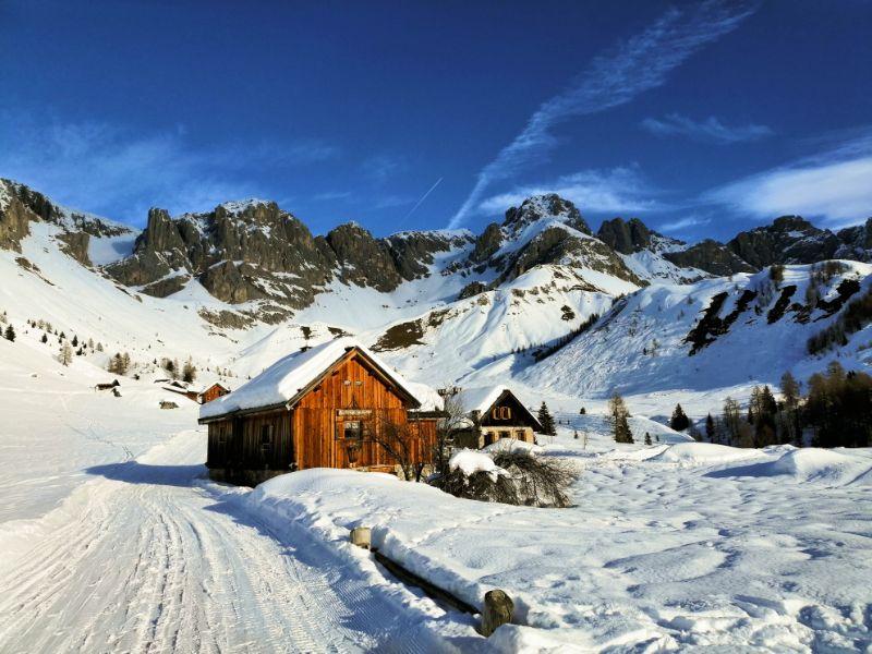 Passo San Pellegrino, casoni in inverno