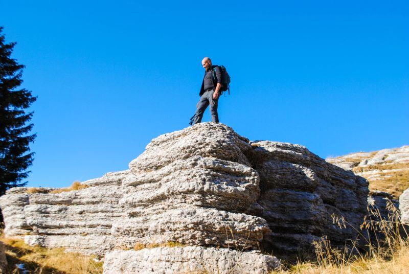 Davide sulla città di roccia del Monte Fior